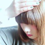 伸ばし中の前髪