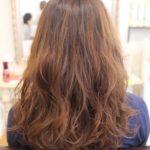巻き髪とパーマヘアの違いとは?
