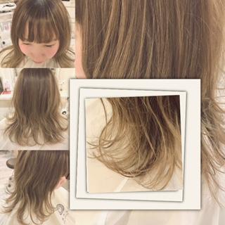 外はね巻き髪ぱっつん髪の毛