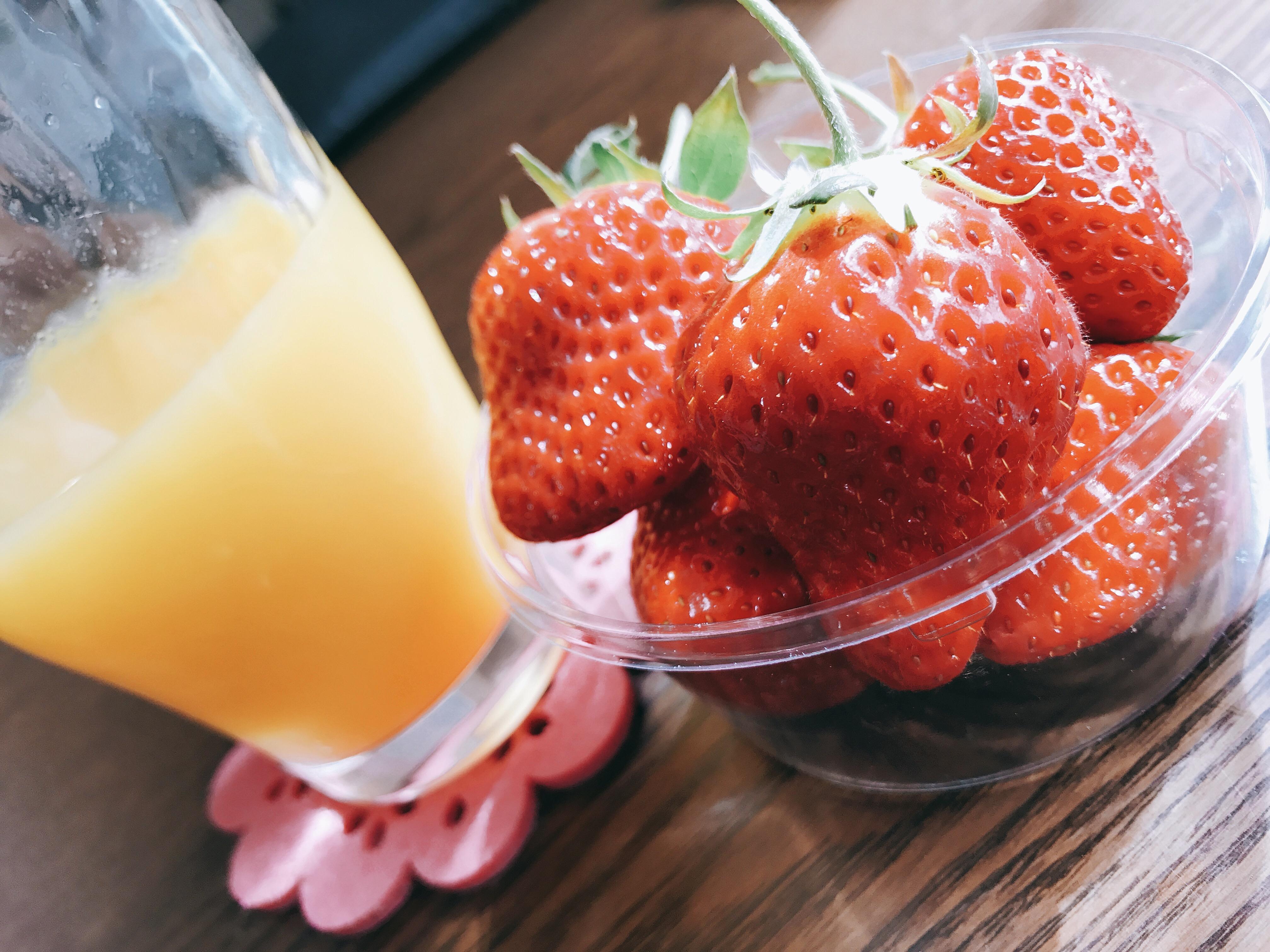 オレンジジュースいちご